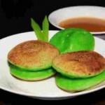 Manjakan anak Anda dengan Hidangan Surabi Pandan Bandung