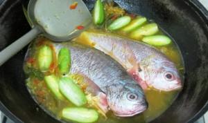 Resep Ikan Ekor Kuning Bumbu Acar Kuning Sedap