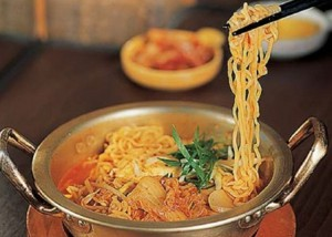 Resep Sajian Mie Ramen Pedas Halal Ala Korea